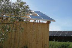 De första solcellerna på plats 11 augusti 2020
