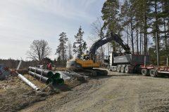 Grävmaskinen anländer den 8 april 2020